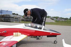 Hans Munktells Viperjet startas på extrabränsle för att få så lång flygtid som möjligt.
