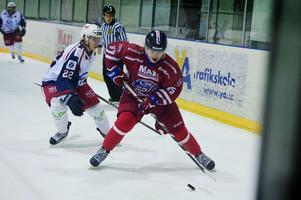 Mathias Eklund leder seriens poängliga med tolv poäng på sex matcher.