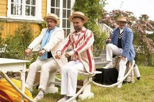 Ulf Drakenberg, Thomas Eriksson och Anne Kulle i Tre män i en båt, som hade premiär i onsdags kväll.