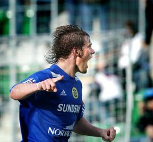 JAAA! Mikael Dahlberg jublar efter segermålet på övertid.