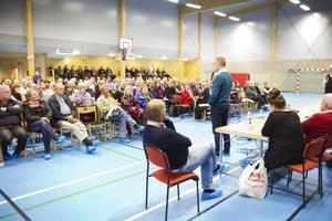 Många kom till informationsmötet som den nystartade Föreningen för myggbekämpningen i går höll i idrottshallen på Österfärnebo skola.