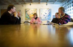 Karin Paulsson (S) tar plats vid klubban och blir kommunstyrelsens ordförande.