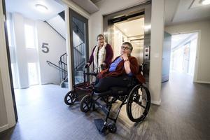 Leena Salminen och Mirjami Kiviniemi är två av de boende på Linden som är kritiska till Övikshem.