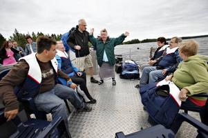 Dansar. Maria Lundqvist dansar på pontonen tillsammans med arrangören Niklas Bergdahl från Sandvikens kommun. Kultur och fritid anordnar tillsammans med organisationen Gränsland, som sköter Sjösunda, ABF och Studiefrämjandet en årlig dag med aktiviteter för funktionshindrade.