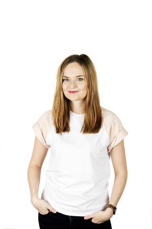 Hanna Persson, 25 år, krönikör och bloggare:   – Kan du lova att ordentliga krafttag tas mot rasismen och sexismen i Sverige?