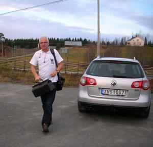 Mobile doktorn försvinner efter nyår, men läkaren Per Malm uppmanar landstinget att tänka om.