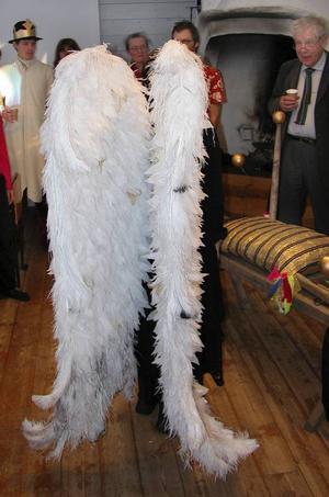 Majestätiska vingar. Herrans ängel får av Sätergläntans elever vingar inspirerade av såväl änglatavlor som underklädesfirman Victoria Secret.