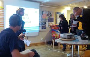 Vid en presskonferens presenteras kommunens förslag på ny skolorganisation i Gävle.