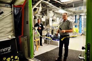 Linde Energis styrelseordförande Greger Nilsson klippte bandet till den nya ångpannecentralen vid 100-årsjubileet.