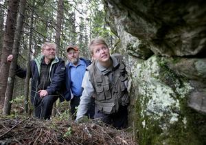Vanligt berg. Linda Olsson, geolog vid Kopparberg Mineral konstaterade att Tommy Fredriksson och Lars-Olof Larsson inte hade något att hämta i inmutningen där Larssons farfarsfar huggit i sten i mitten på 1800-talet. Lite koppar finns det men till gruvdrigft knappast.