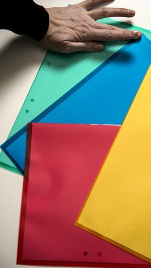 Sortera in all post enligt ett system. Rött för obetalda räkningar, blått för allt hälsorelaterat, grönt för arkivering och gult för roliga aktiviteter.