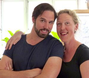 Escamillo eller Eskil Nilsson spelas av Joa Helgesson och Carmen eller Uggle-Karin av Paulina Pfeiffer, båda med anknytning till Äppelbo.