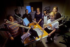 Åtta av de totalt 20 som deltar i produktionen. Från vänster: Amanda Helin Westman, Tommy Liljegren, Tåmas Persson, Jörgen Pettersson, Lisa Hultström, Kim Levander, Jenny Sandsten och Clara Mårtensson.