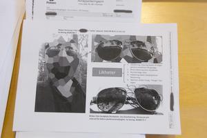 Glasögonen, nederst till höger i bild, hittades vid platsen där en kvinna misshandlades och rånades i Högbo. Glasögon som liknar de upphittade glasögonen finns på en