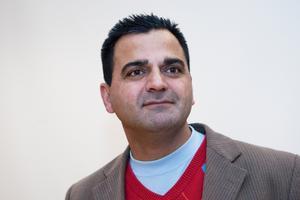 Rasoul Zarar (M) förklarade att han hade samma ståndpunkt som Gäfvert– Vi kan inte ta emot fler flyktingar än vi kan ta ansvar för, sa Rasoul Zarar.