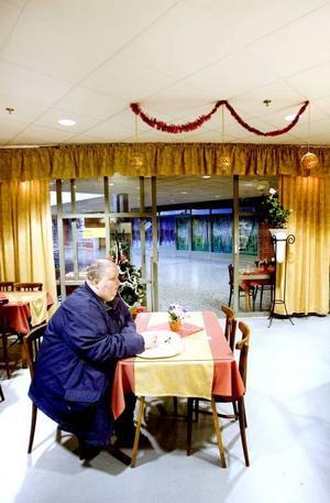 Ett kafé som behövs. Kaféet öppnade i lördags men Kristina Pettersson är redan stamgäst.