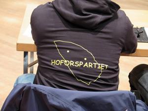 Hoforspartiet lät höra talas om sig direkt när den nya mandatperioden inleddes.