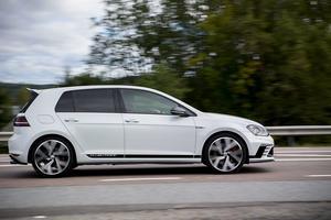 Volkswagen Golf blev landets mest sålda bil i fjol. 2016 blev ett rekordår för bilförsäljningen.