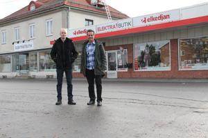 Elektras butik är en ren service gentemot Edsbyborna. Elektras stora inkomst är installations-verksamheten med montörer i Edsbyn, Bollnäs, Hudiksvall och Gävle, konstaterar Tomas Mårtens och Lars Lindh som står inför en rejäl ombyggnation av butiken i Edsbyn.