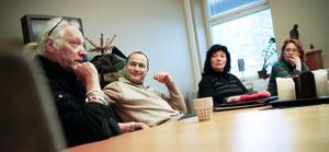 En trio från Tyskland är på besök för att fortsätta och fördjupa samarbetet med Ljusdals kommun. Nu planeras för fullt för att några tyska elever i höst ska komma till Ljusdal för att kombinera studier på gymnasiet med praktik på ett mekanföretag. Från vänster: Gunnar Olsson, Marco Bünger och Gabriele Witschorke.