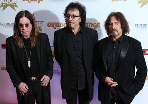 Ozzy Osbourne, Tony Lomi och Geezer Butler. Bara Bill Ward saknas när Black Sabbaths ursprungliga uppsättning gästar Stockholm. Under den pågående världsturnén har trummisen ersatts av Tommy Clufetos.
