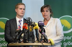 De föreslagna språkrören Isabella Lövin och Gustav Fridolin vid måndagens pressträff.