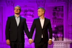 Samtidsspanare. I showen Ljust & fräscht betraktar Fredrik Lindström och Henrik Schyffert svenskarnas jakt på inredningslycka.Foto: Mats Bäcker