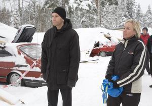 – Det känns jättetungt, säger Per och Mari Strandh vars gröna Audi fick taket knäckt.