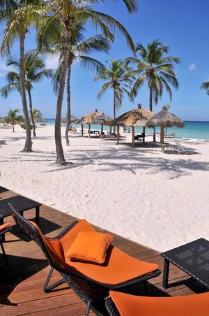 Stranden vid Bucuti resort, ett av många ställen på Aruba som påminner om det Karibien många drömmer om.