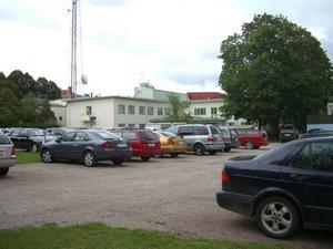 BOSTADSBYGGE. Här på parkeringsplatsen mellan Odengatan och Baldersgatan planerar affärsmannen och fastighetsägaren Fredrik Gyllenhammar att bygga