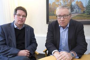 Kommunalrådet Leif Pettersson (S) var nöjd med den information som Peter Savin (till höger) gav om tvisten med NCC.