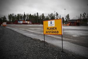 Gnagare ställde till det den här gången. Kylaggregatet fungerar inte och hemmapremiären på lördag flyttas till Sundsvall.