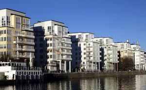Moderna lägenheter - byggda för att ge bostad åt människor som behöver dem eller för att tjäna pengar?