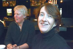 Colette Connor (förgrunden) och Pam Wolfert är kockar i kändistäta förorten Hamptons och har åkt till Åre på inspirationsresa.