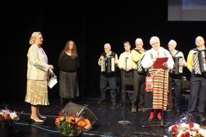 Laila Borger (S), kommunfullmäktiges ordförande, höll ett hyllningstal till Jularbodagens arrangörer.