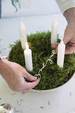 Här med ett vackert julhänge av Ylva Skarp med texten: God jul.