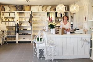 Anette Larsen har öppnat butik i sitt garage.