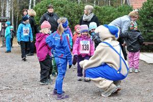 Bamse var på plats på Brunnsjöberget och var omsvärrmad av barnen.