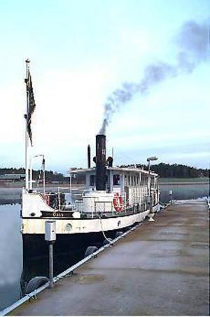 Ångbåtsbesök. Timmervarpfartyget Östa kommer till Gävle i dag.