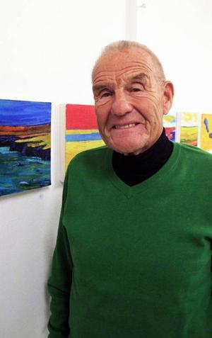 Bertil Åhréus öppnar i helgen sin första utställning i länet med en samling färgstarka oljemålningar.