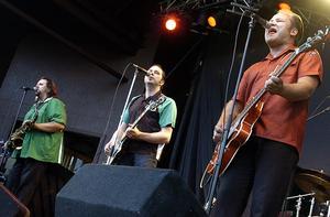 Refreshments i Furuviksparken i juli 2004. Storpubliken njöt av bandet och också av Jerry Williams.