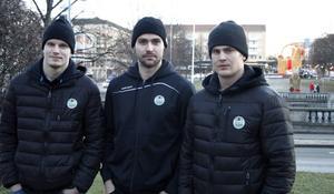 Gävlekillarna Oscar Dansk, Ludvig Rensfeldt och Sebastian Wännström passade på att ta en sväng på stan och kolla in om bocken stod kvar när de anlände med sin nya klubb Rögle inför dagens match mot Brynäs.