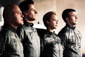 Fyra intet ont anande astronauter (Michael Chiklis, Ioan Gruffudd, Jessica Alba och Chris Evans) råkar ut för en förvandling i rymden.