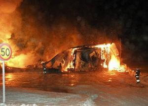 Branden i maskinhallen och verkstaden i Bye, Mattmar, onsdag den 13 januari var den största i Åre kommun på över ett år. Trots det gick det bara ett litet larm, vilket har skapat stor upprördhet. Nu har larmplanerna uppdaterats och ska fungera på rätt sätt.     Foto: Lars-Olof Backström