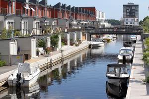 I kanalen i Gävle Strand kan båtar köra i fem knop eller sju knop beroende på vilket håll de kommer ifrån.