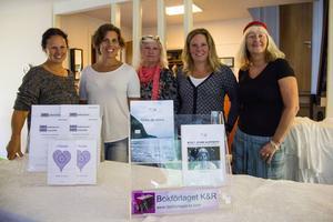 Malin Åhman, Susanna Nordlund, Alwa Woxlin, Frida Olsson och Carina Aynsley åkte ner till Göteborg redan på onsdagen för att bygga upp sin gemensam förlagsmonter på bokmässan som öppnar i dag.