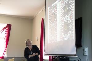 En bild på ett textilmönster ur Nordiska museets samling som ingått i Anneli Palmskölds doktorsavhandling.