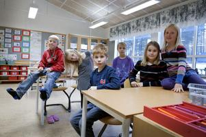 Hugo Borgljung, Saga Rostedt Peres, Wilmer Dahlin, Simon Kojanov, Nora Bergman och Emilia Johnsson vill gärna ha läsplattor, iPads.