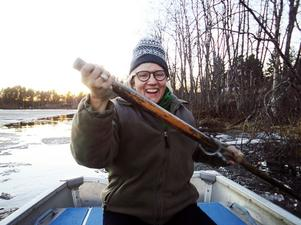 Helen Patton och Carolina Visser bröt isen, bokstavligt talat, under en båtfärd på den frusna Backsjön.