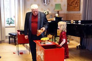 Som avslutning på showen fick sexåriga Maja Persson trolla fram godis till alla barn i publiken.
